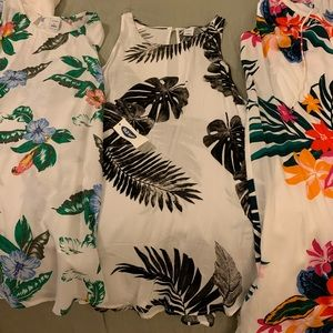 Two tanks and one dress all size small.